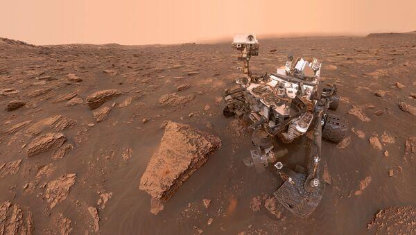 Марсоход Curiosity сделал селфи во время марсианской бури - Sputnik France