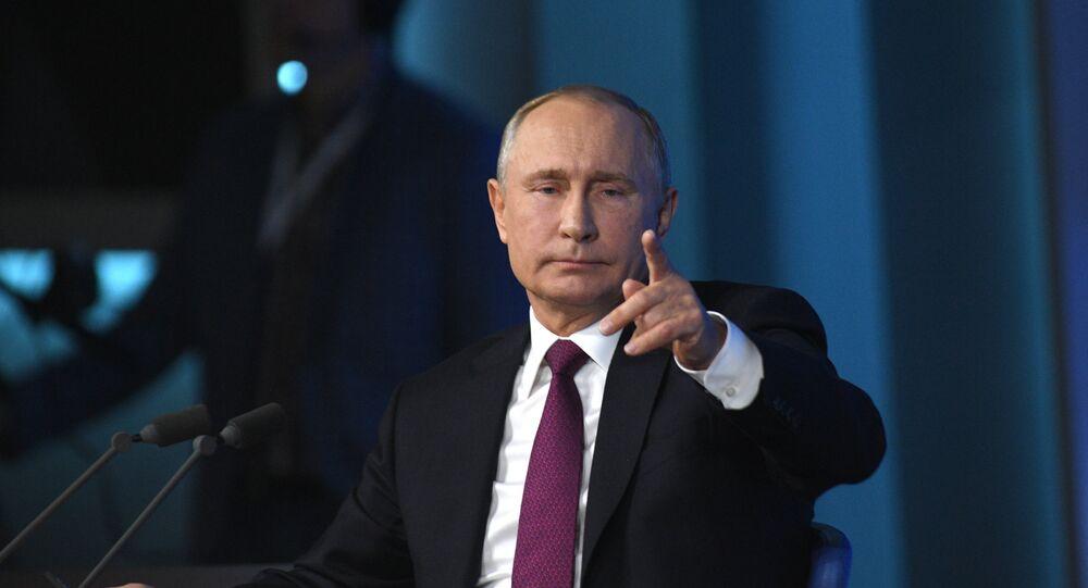 Vladimir Poutine répond aux questions de 1.702 journalistes russes et étrangers