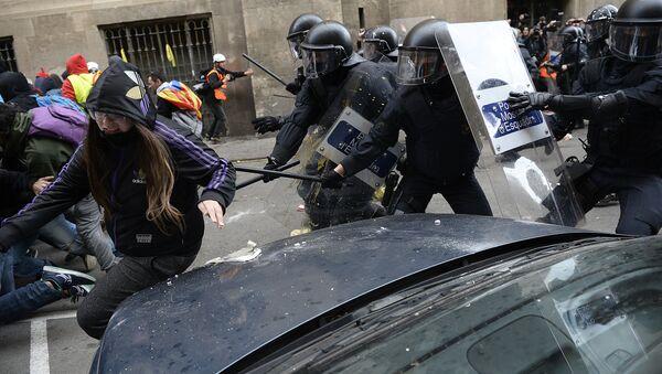 Heurts entre police et manifestants à Barcelone, le 21 décembre 2018 - Sputnik France