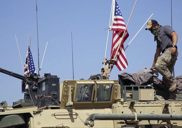 Un soldat américain debout sur un blindé en Syrie (image d'illustartion)