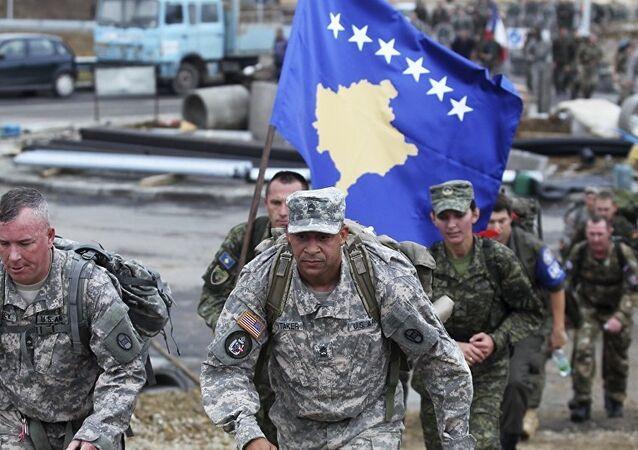 La Force de sécurité du Kosovo (KSF) et des soldats américains