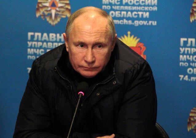 Vladimir Poutine à Magnitogorsk où une explosion de gaz dans un immeuble a fait plusieurs morts