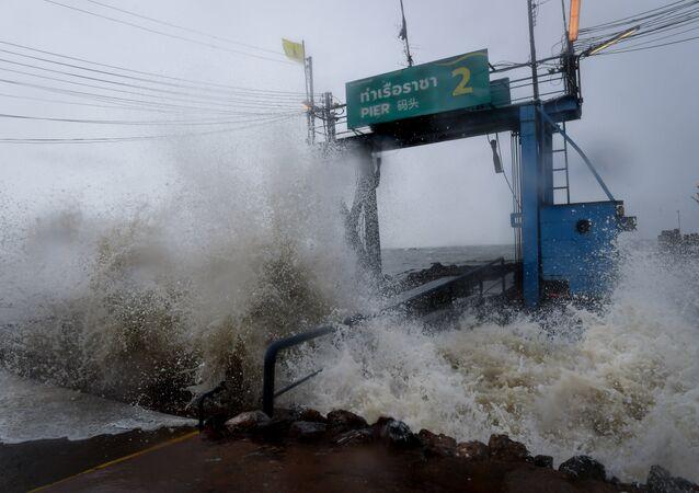 la Thaïlande s'apprête à subir la tempête Pabuk