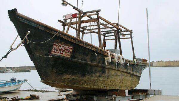 Un bateau en bois non identifié trouvé au large du Japon - Sputnik France