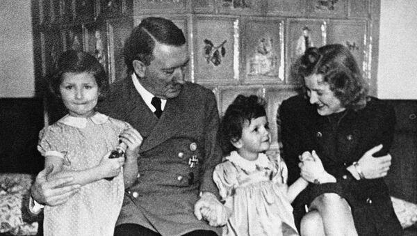 Adolf Hitler et Eva Braun - Sputnik France