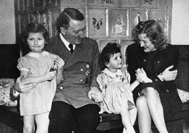 Adolf Hitler et Eva Braun