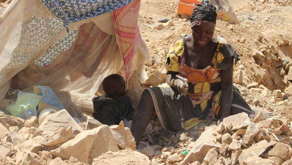 Une casseuse de pierre à Maroua, Cameroun - Sputnik France