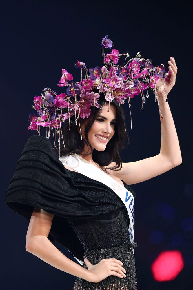 Les belles du Top-5 du prix Timeless Beauty du portail Missosology