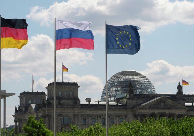 Drapeaux russe et européen