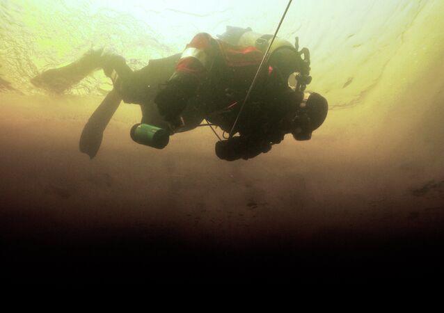 Plongeur en combinaison