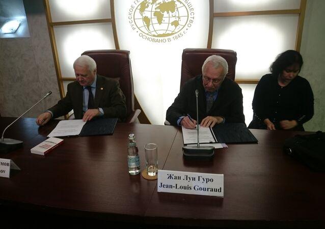 Signature d'un accord de coopération entre les Sociétés de géographie russe et française