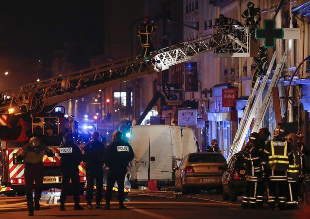 Les pompiers mobilisés pour lutter contre les flammes dans le sud de Lyon (9 février 2019)