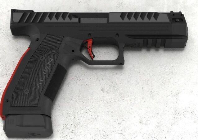 Fabriqué par la société tchèque Laugo Arms, le pistolet de tir sportif Alien