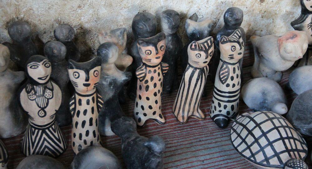 Poupées, figurines animalières ou ustensiles de cuisine, leurs poteries sont ornées de symboles berbères et figurent, depuis peu, au patrimoine immatériel de l'Unesco