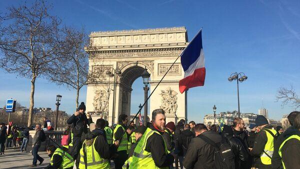 Acte 14 des Gilets jaunes, le 16 février, près de l'Arc de Triomphe - Sputnik France
