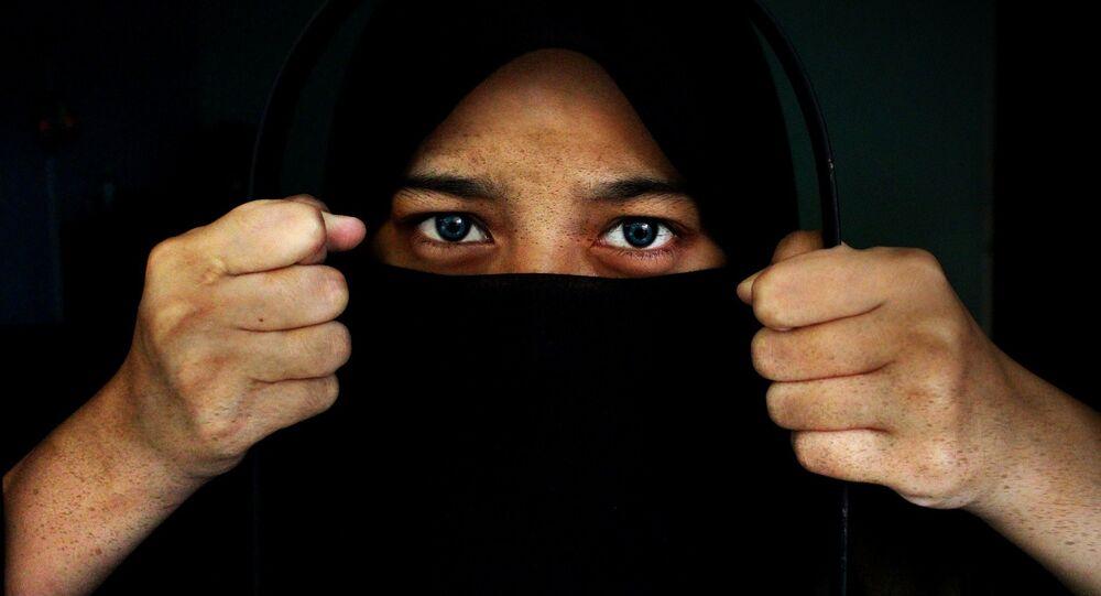Une femme au niqab
