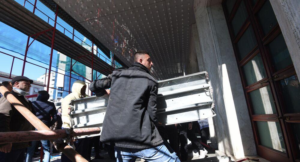Une tentative d'intrusion violente au siège du Premier ministre albanais (vidéo)