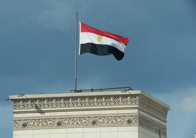 Le drapeau égyptien hissé sur un bâtiment au Caire (archive photo)