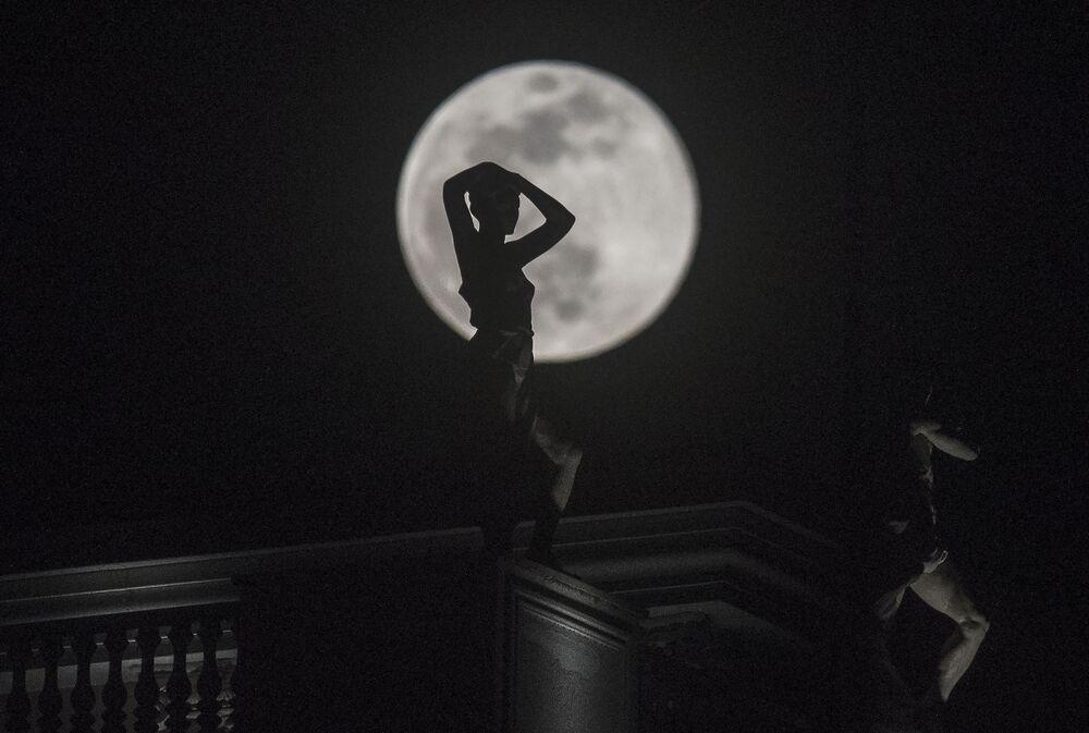 La super Lune de neige observée aux différents coins du monde