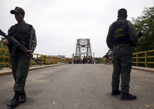 La Garde nationale du Venezuela au pont international La Union, à la frontière avec la Colombie