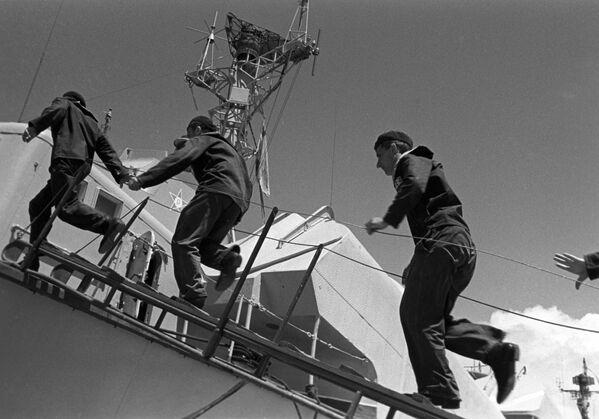 Manœuvres militaires: URSS vs Russie - Sputnik France
