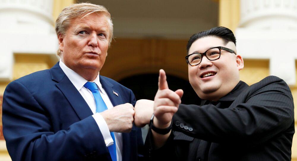 L'imitateur de Kim Jong-un, Howard X, et celui de Donald Trump, Russell White à Hanoï