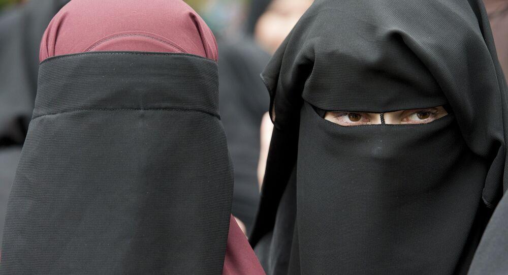 Deux femmes en burqa