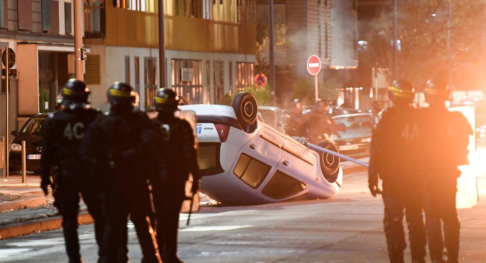 Émeutes à Grenoble après la mort de deux jeunes sur un scooter volé