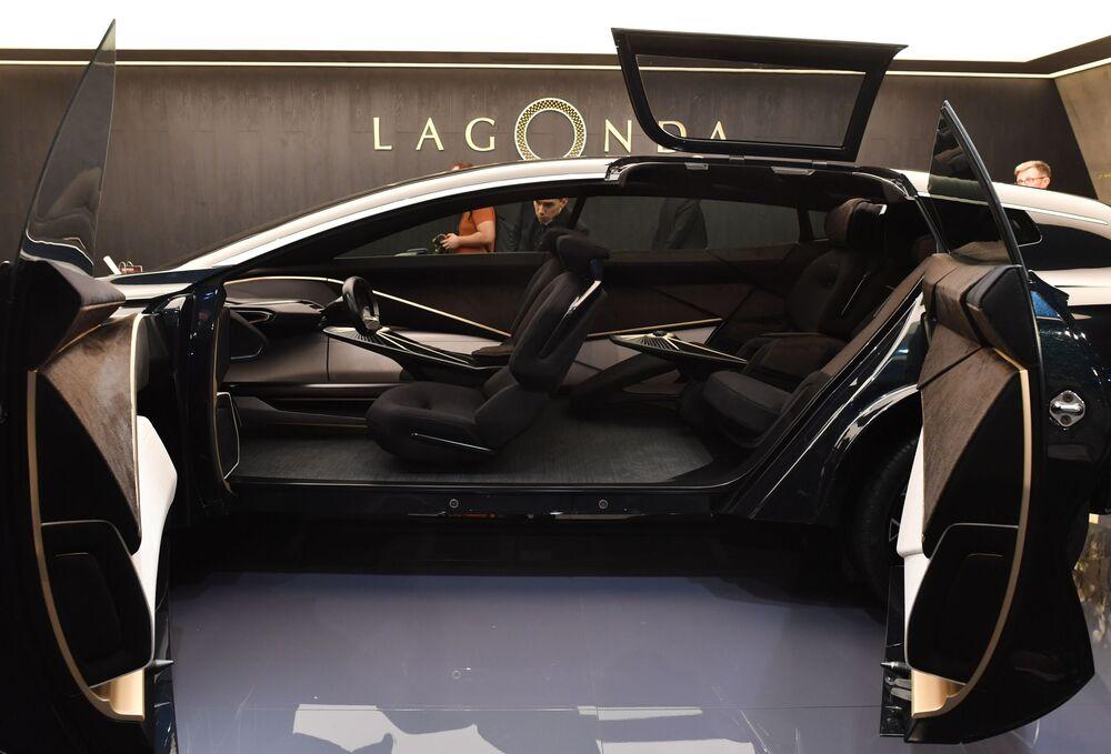Aurus, Buggatti, Porsche au Salon international de l'automobile de Genève