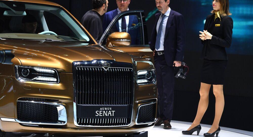 La présentation de la nouveauté russe Aurus Limousine au salon automobile de Genève