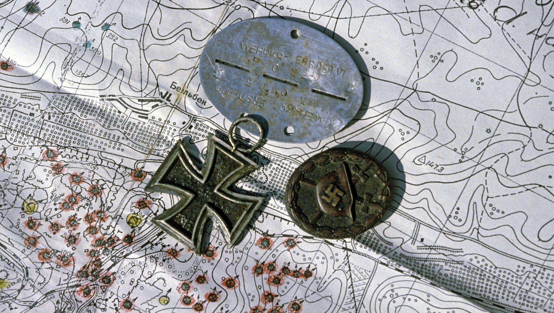Nazi medals laid over map. - Sputnik France, 1920, 13.02.2021