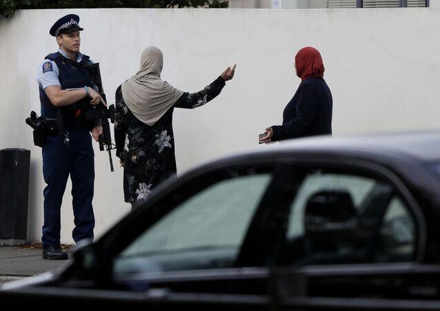 Un policier néo-zélandais près des lieux des attentats à Christchurch