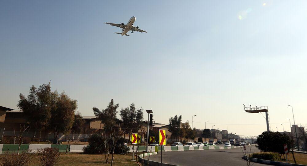 Un avion atterrit à l'aéroport de Téhéran-Mehrabad (archive photo)