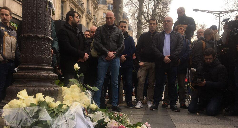Rassemblement des syndicats policiers sur les Champs-Élysées devant la plaque commémorative de Xavier Jugelé, archives