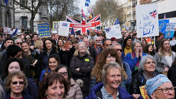 EU supporters participate in the 'People's Vote' march in central London - Sputnik France