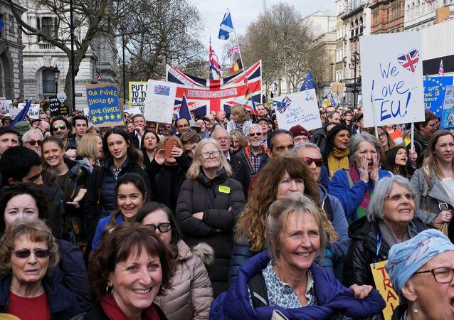 Des centaines de milliers de Britanniques à Londres pour un 2e referendum sur le Brexit