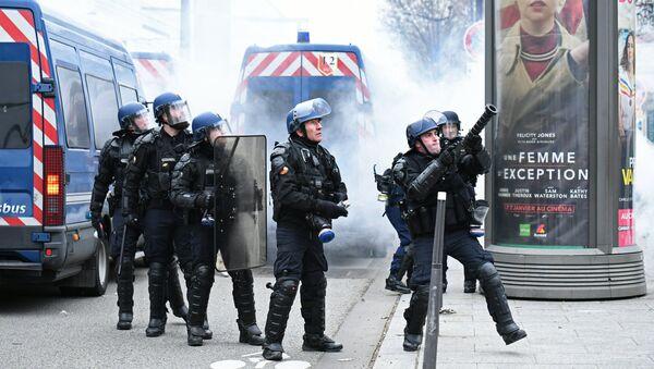 La police de Paris lors d'une manifestation des Gilets jaunes (1er février 2019) - Sputnik France