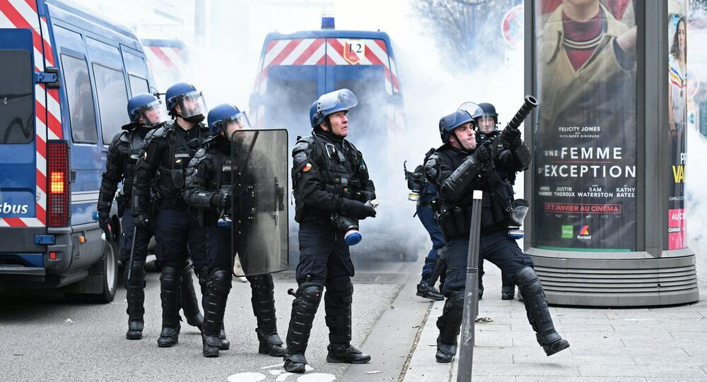 La police de Paris lors d'une manifestation des Gilets jaunes (1er février 2019)