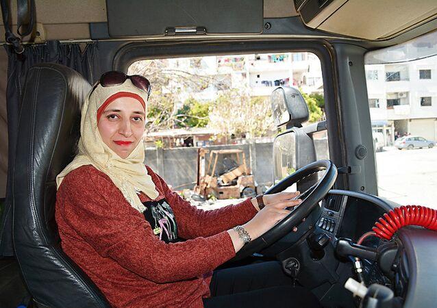 En Syrie, les femmes font de plus en plus concurrence aux hommes au volant de camions