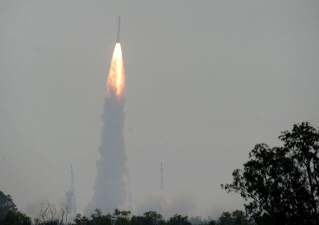 L'Inde lance le satellite EMISAT