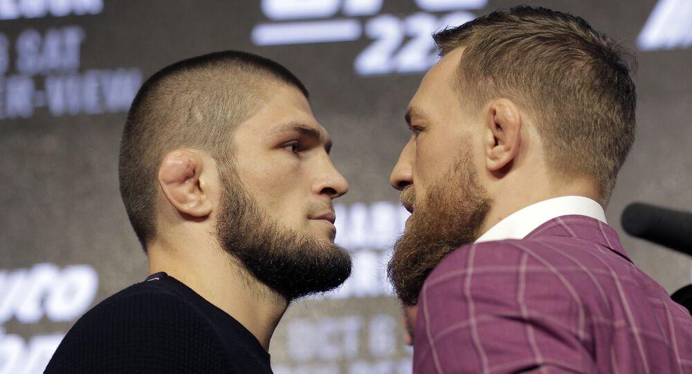 Khabib Nurmagomedov (à gauche) et Conor McGregor