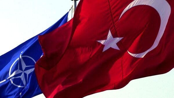 Les drapeaux turc et otanien - Sputnik France
