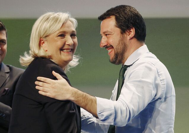 Marine Le Pen et Matteo Salvini lors d'un meeting du groupe politique L'Europe des nations et des libertés, le 28 janvier 2016