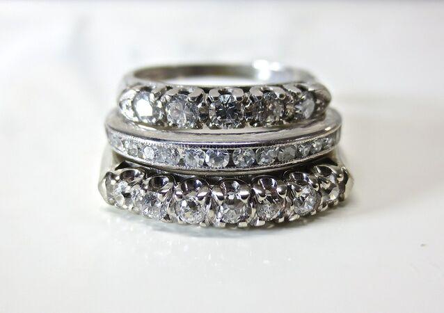 une bague diamant (image d'illustration)