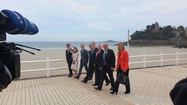Les ministres des affaires étrangères du G7 marchent du même pas après leur dernière session de travail au Palais des arts de Dinard - Sputnik France