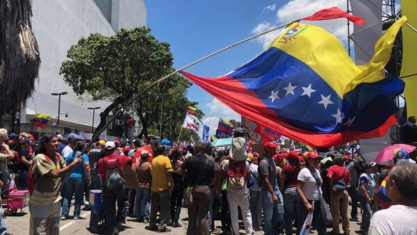 Une manifestations des partisans du gouvernement à Caracas - Sputnik France