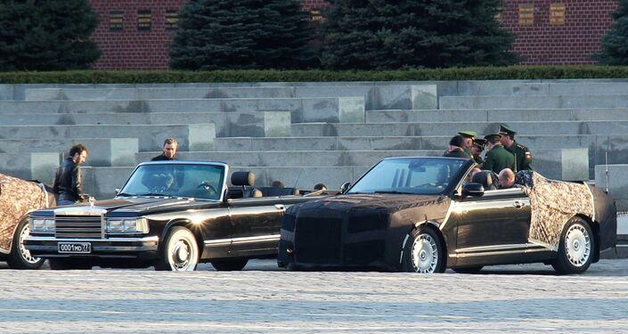 Кабриолеты Aurus проехали по Красной площади