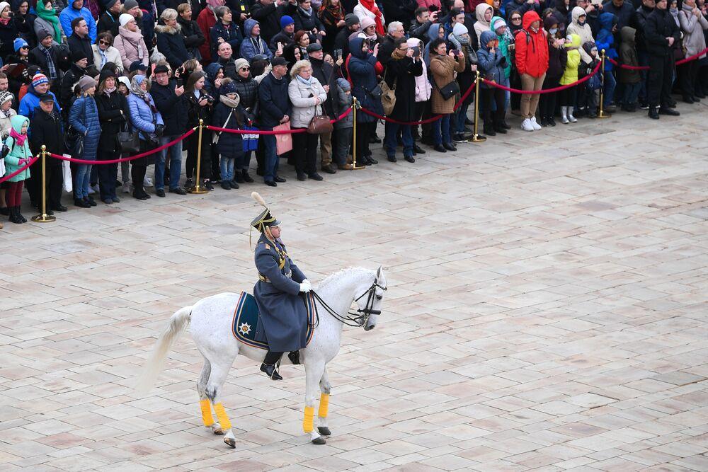 Parade des escortes à pied et à cheval du Régiment présidentiel russe