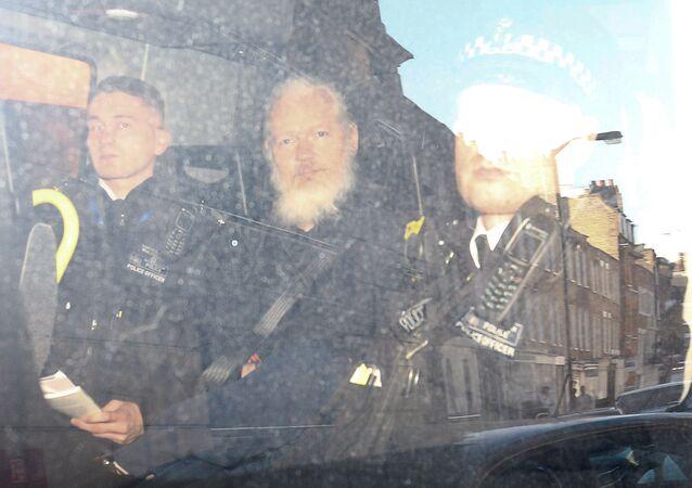 Julian Assange arrêté à Londres