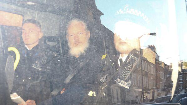 Julian Assange arrêté à Londres - Sputnik France